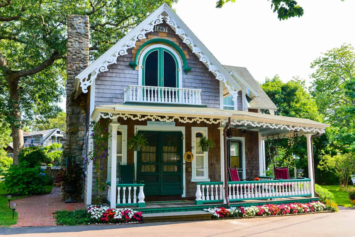 Martha 39 s vineyard oak bluffs gingerbread cottages for Gingerbread cottages of oak bluffs