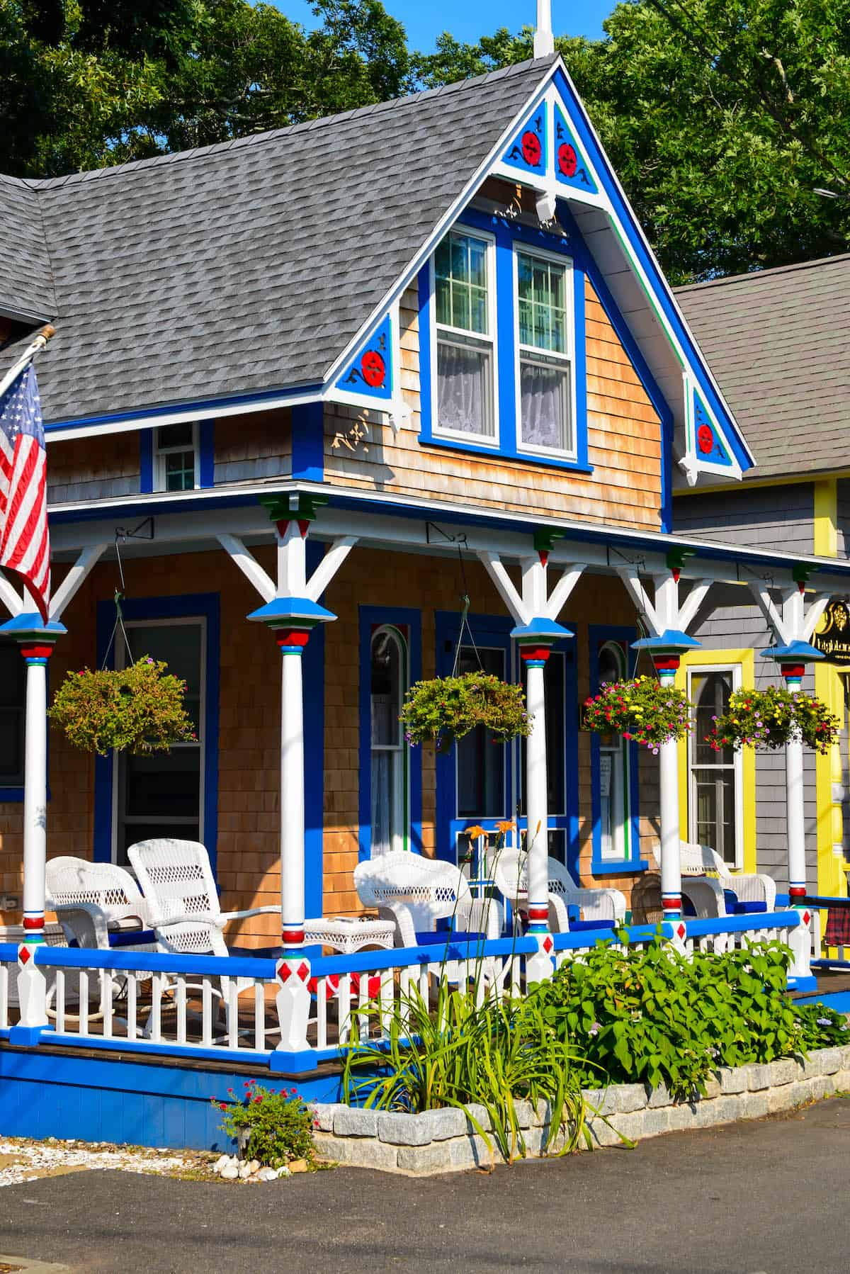 Martha s vineyard guide 5 things to do in downtown oak for Martha s vineyard gingerbread cottages