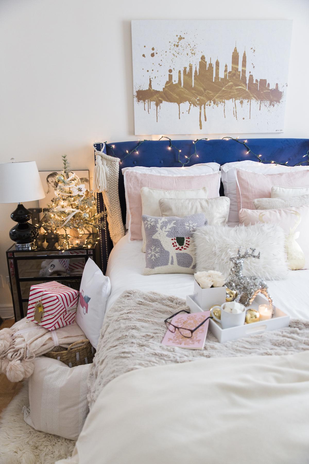 Cozy Holiday Bedroom Decorations