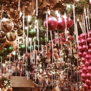rolfs new york restaurant christmas decorations new york city holiday guide - New Christmas Decorations