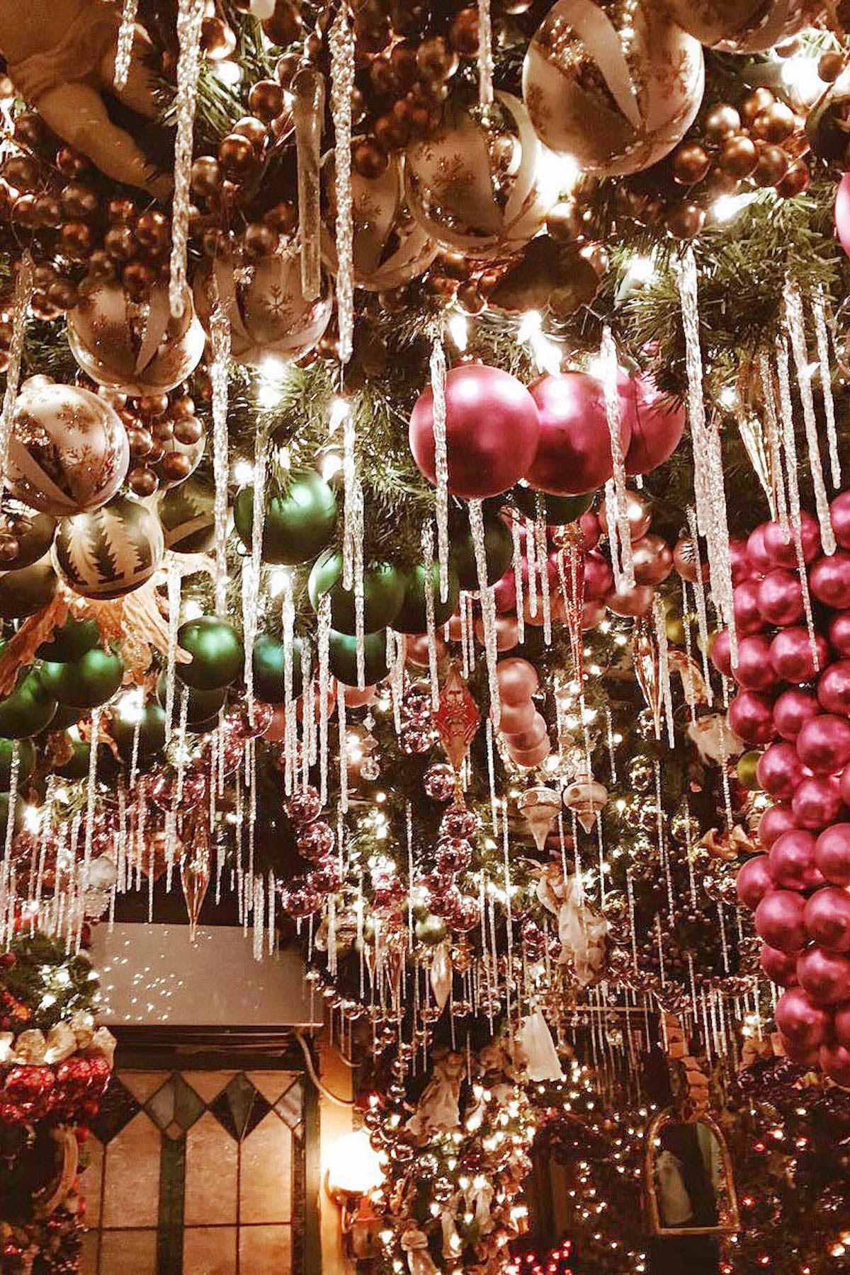 Rolfs New York Restaurant Christmas Decorations | New York City Holiday Guide