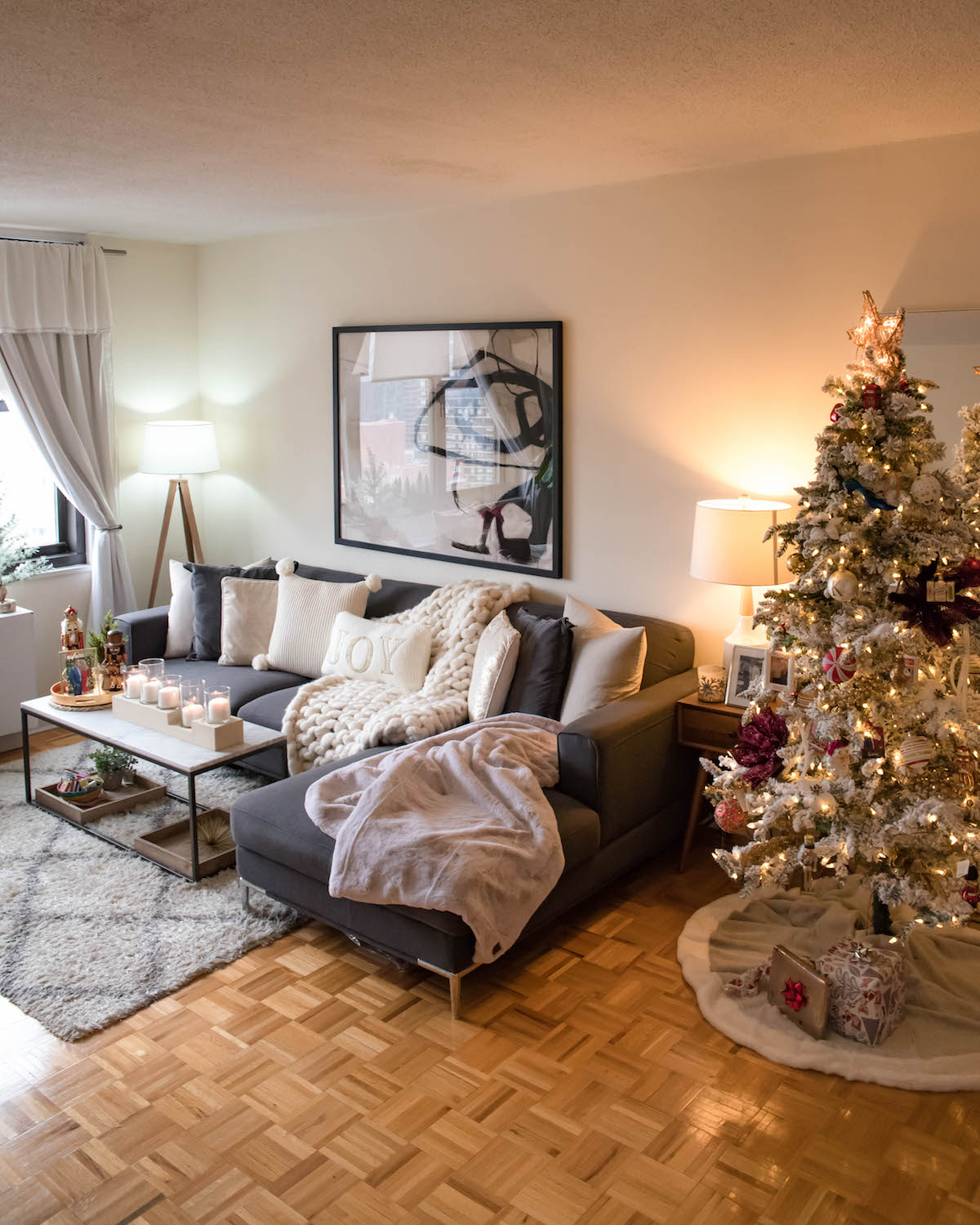 New York City Apartment Holiday Decorations Katie S Bliss