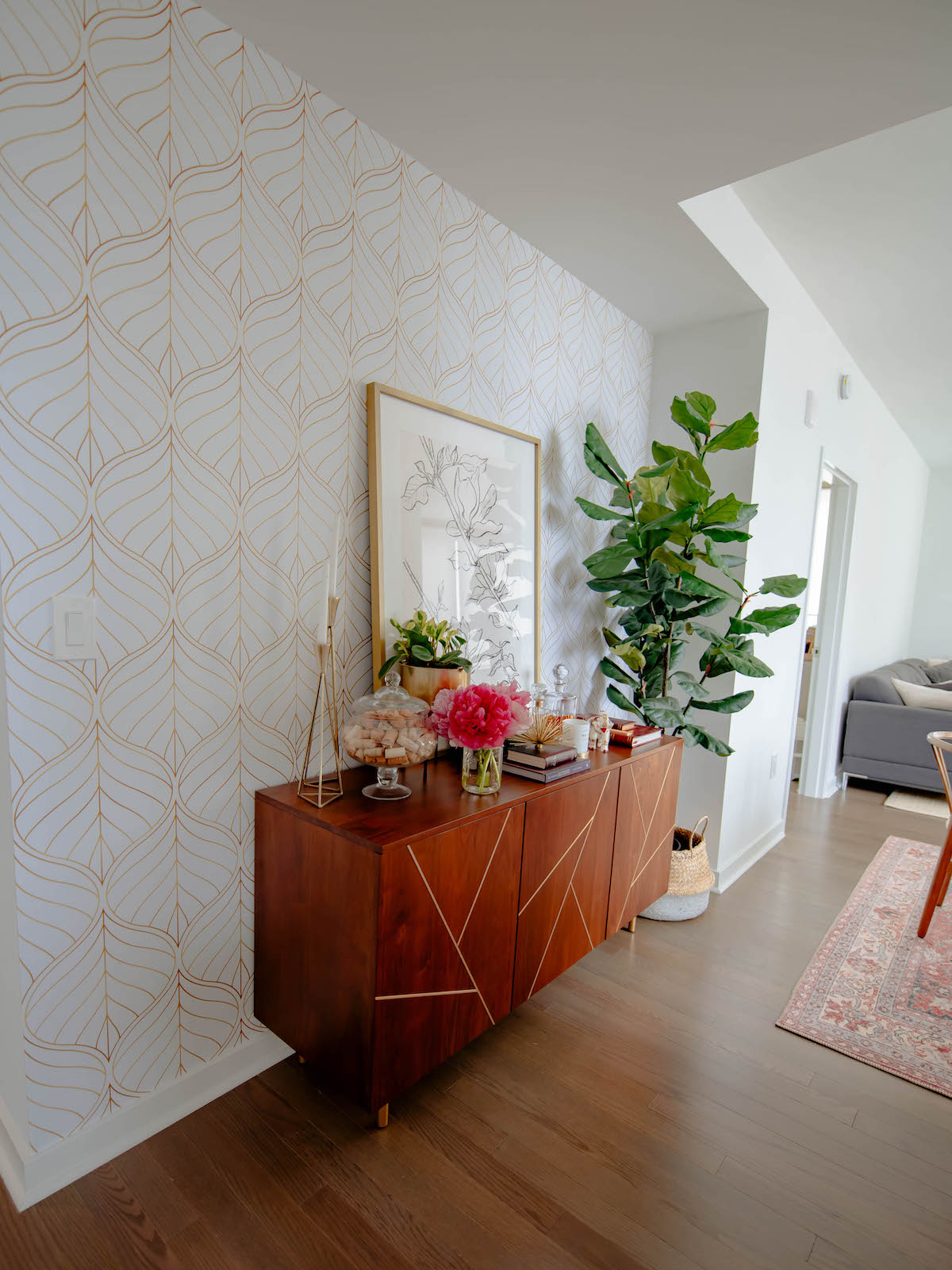 How To Apply Temporary Wallpaper In A Rental Apartment